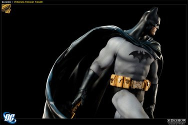 Sideshow DC Premium Format Statue BATMAN exclusive w/ BATARANG Sold Out