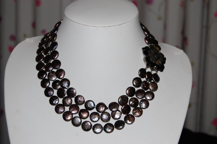 Peacock Graduated Coin Pearl Necklace N1019