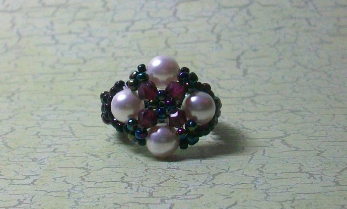Ring Garnet and Faux Pearl