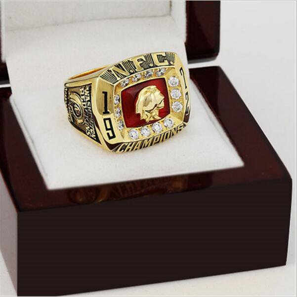 1972 Washington Redskins NFC Football Championship Ring 10-13 size with cherry wooden case