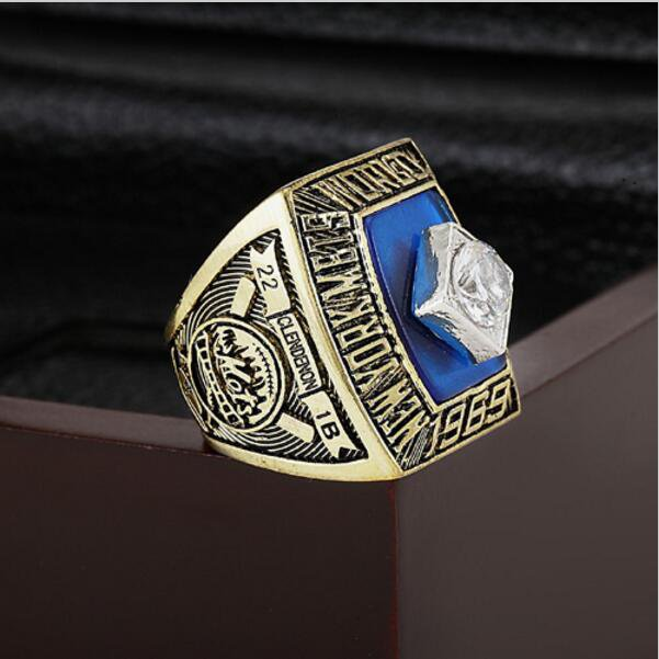 1969 New York Mets MLB world Series Championship Ring 10-13 size with cherry wooden case