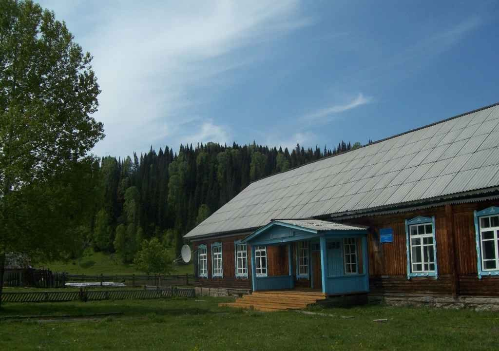 timber house cabin in the Altai Republic mountains