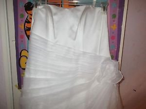 David's Bridal Wedding Gown Dress size 16  9OP1204  EUC Valentine Bride? Easter?