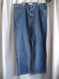Levi Strauss Signature Blue Jeans Relaxed Fit Size 42 Waist Inseam 30