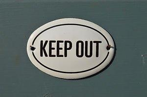 SMALL OVAL ENAMEL METAL KEEP OUT DOOR SIGN PLAQUE DOOR SIGN ENAMELED SIGN