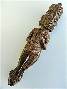 BEAUTIFUL ANTIQUE CARVED WOODEN MUSICIAN FIGURE INDIAN WOMAN WOOD CARVING M7