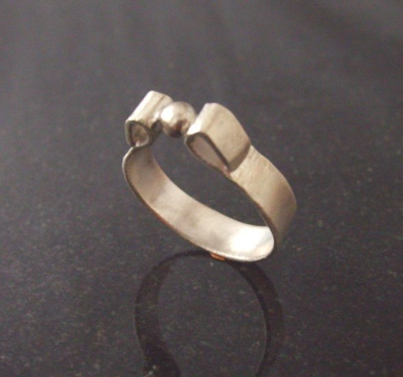 atomium sterling silver band ring