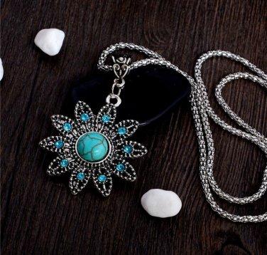 Vintage Style Hollow Crystal Flower Shaped Pendant Retro Turquoise Stone Necklace Beautiful