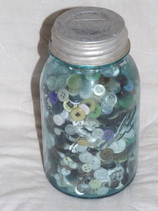 Vintage #7 Ball PERFECT MASON BLUE Canning JAR ZINC LID FULL OF BUTTONS ESTATE