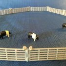 Vintage ERTL Farm Country 3 Hampshire hogs pigs figures 8 gray fence pieces GUC