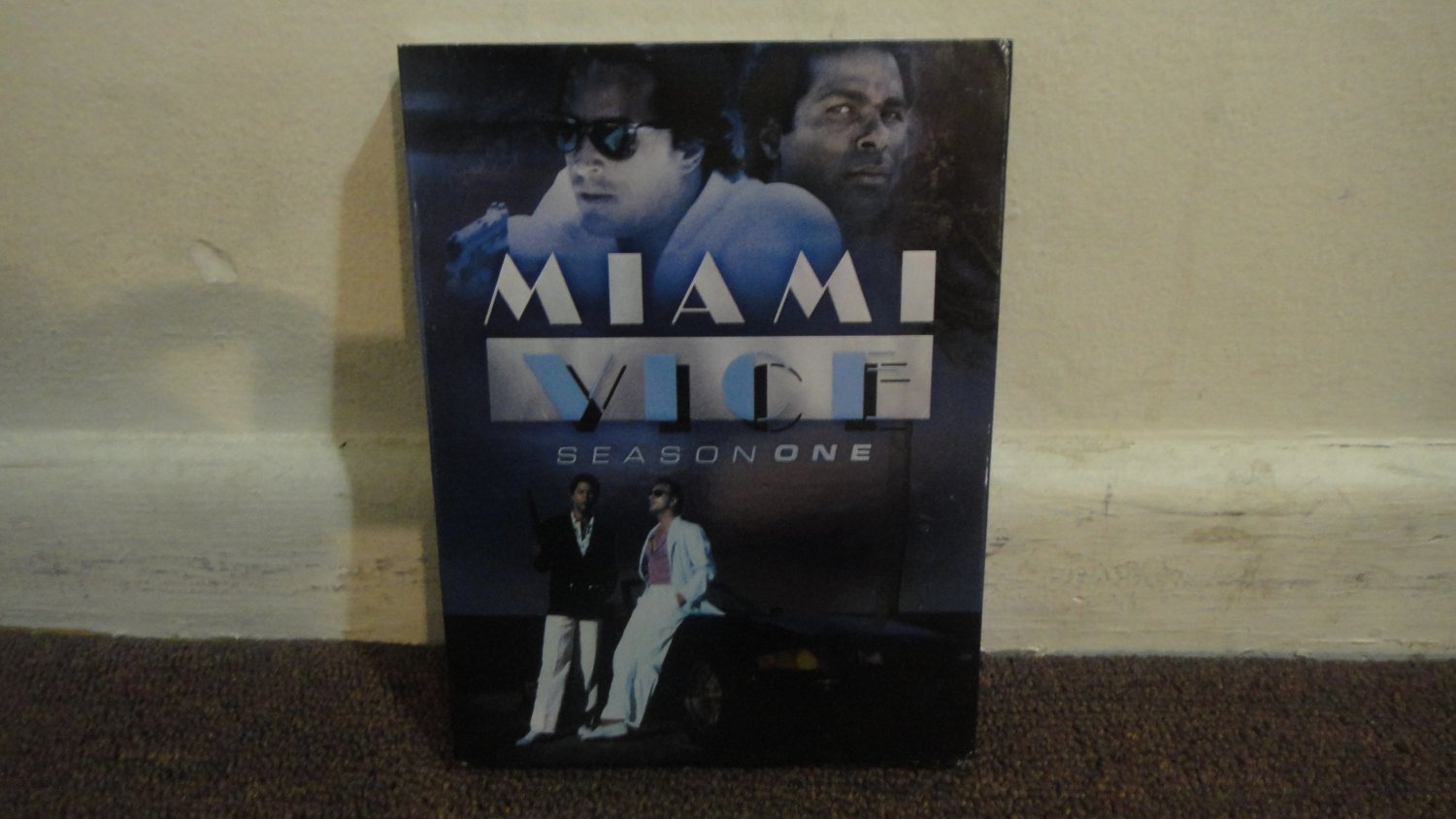 MIAMI VICE(1980's TV) - SEASON 1, First Season, nice condition. LOOK!!!
