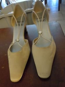 Mootsies Tootsies Movenisa beige satin fabric upper leather sole slip size 7.5
