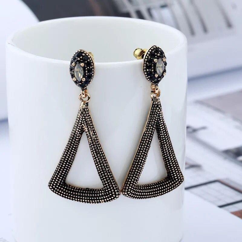 2017 new fashion retro earrings, triangle pierced earrings, pierced earrings