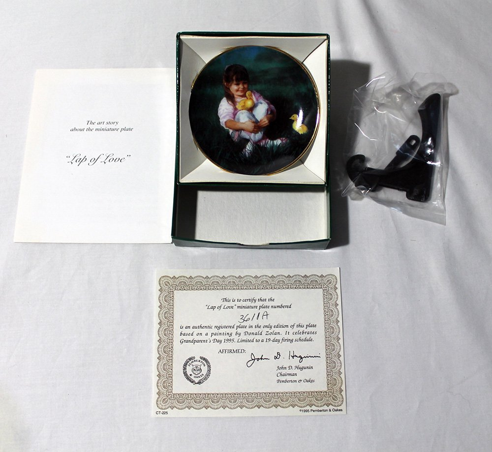 "Lap of Love by Donald Zolan Miniature 3 1/4"""" Collectors Plate with COA & Stand"
