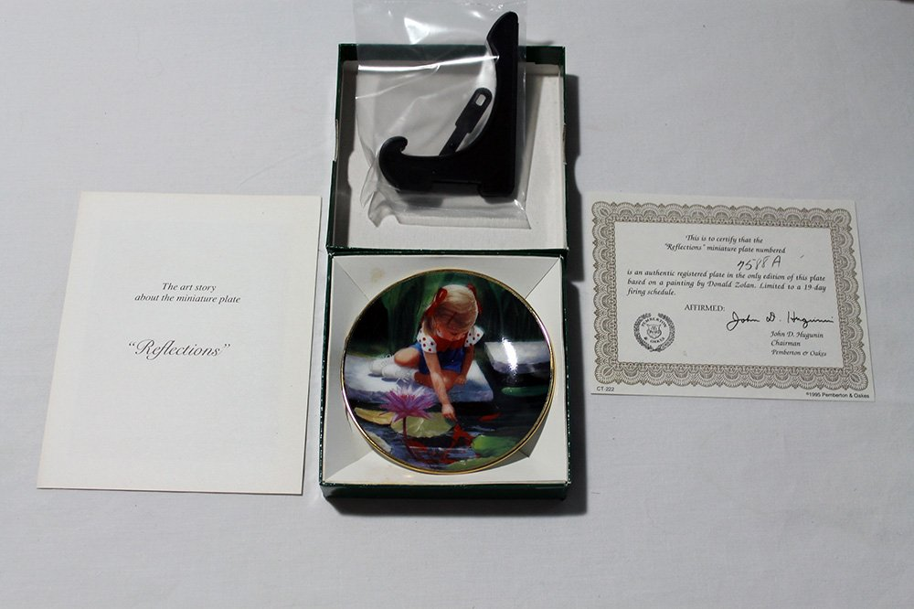 "Reflections by Donald Zolan Miniature 3 1/4"""" Collectors Plate with COA & Stand"