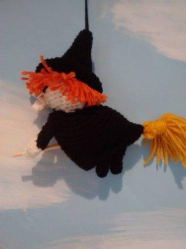 Kitchen Witch (black)