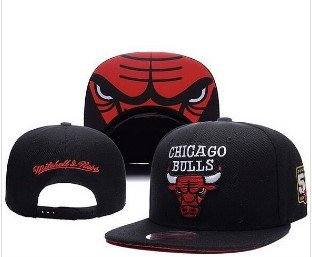 Chicago Bulls Ajustable Hat. logo with white letters