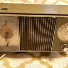 Vintage GE General Electric LARGE RADIO w/clock Model C4421-A Light Green