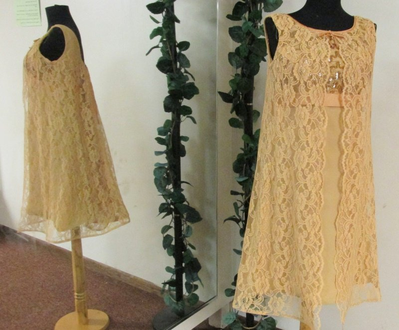 1960s Vintage Mod GoGo Swing Gold Lace Sequin Empire Waist Dress Size 13