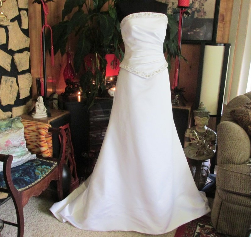 Jasmine Brushed Satin Strapless Wedding Bridal Gown Chapel Train Size 10
