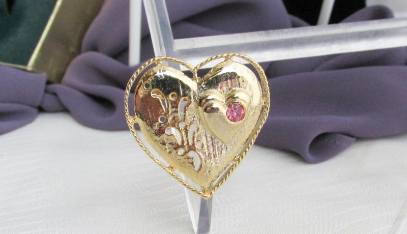 Vintage GERRY'S Pink Rhinestone Triple Heart Pin Brooch Gold Plated NIB