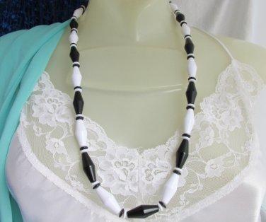 1989 Vintage AVON Black & White Classic Lines Necklace Acrylic Beads Bold Design