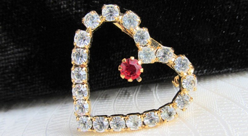 Vintage Red & Crystal Clear Rhinestone Heart Pin Goldtone Prong-Set Stones Preti