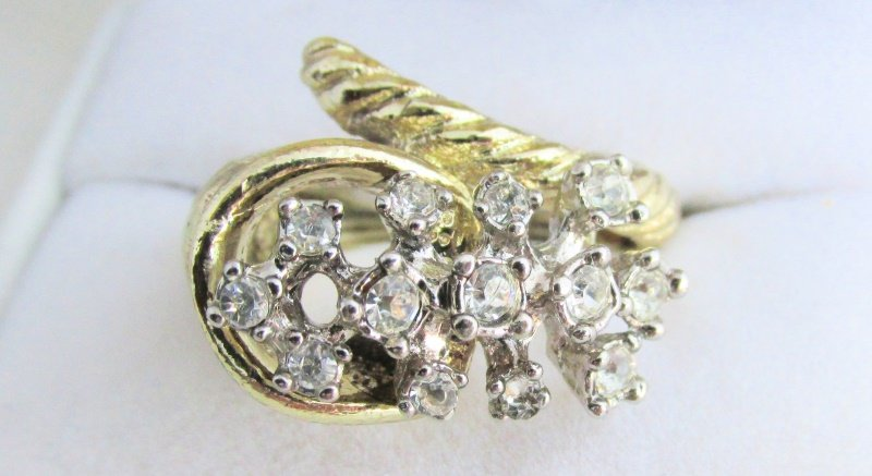 Vintage Rhinestone Cocktail Ring Gold Plated Cornucopia Horn o'Plenty Size 8 NOS