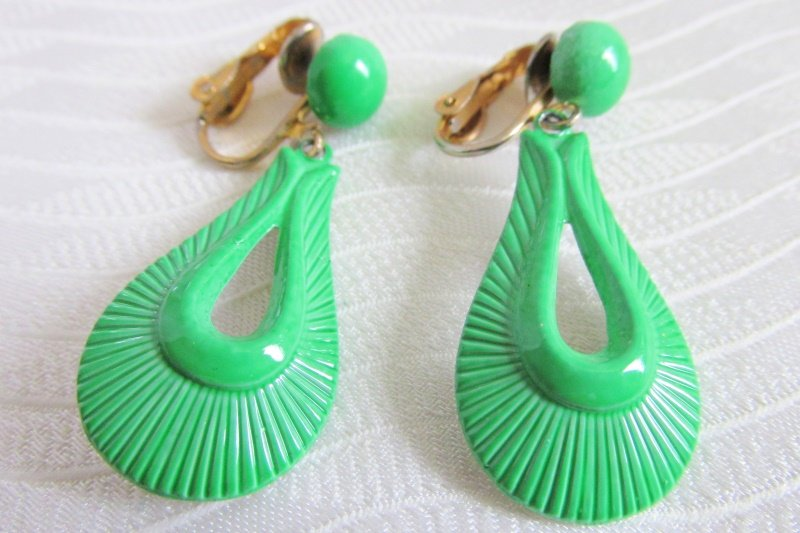 Vintage Green Enamel Tear Drop Pendant Earrings Clips Danglers