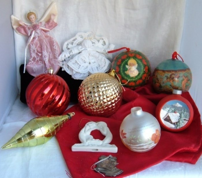 11 Pc Lot Christmas Ornaments Assorted Glass Plastic Ceramic Tear Drop Large Balls