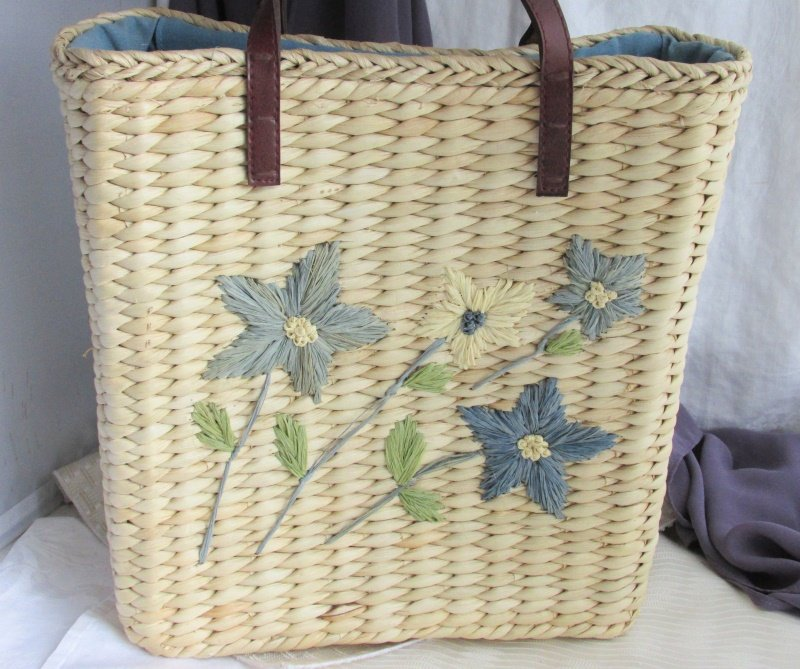 Vintage Style Medium Raffia Straw Hand Bag Tote Tan Blue Flowers Leathery Straps