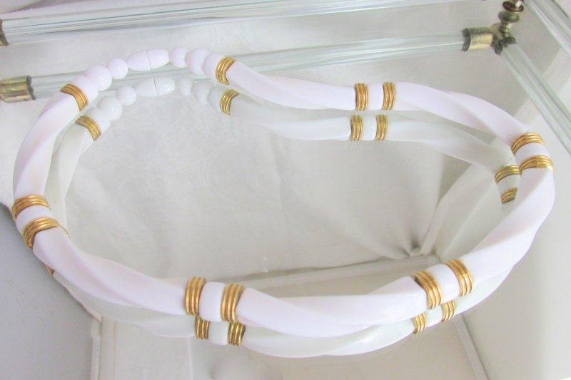 Vintage AVON White Lucite Twisty Tubular Bead Choker Necklace Goldtone Accents