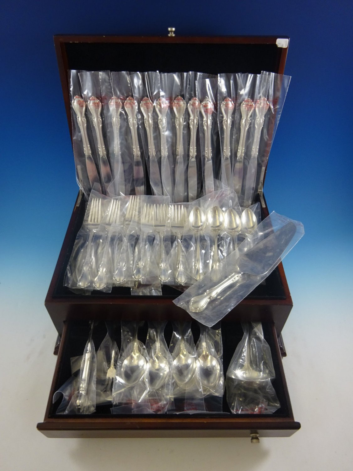 Hampton Court by Reed and Barton Sterling Silver Flatware Service Set 64 Pcs New