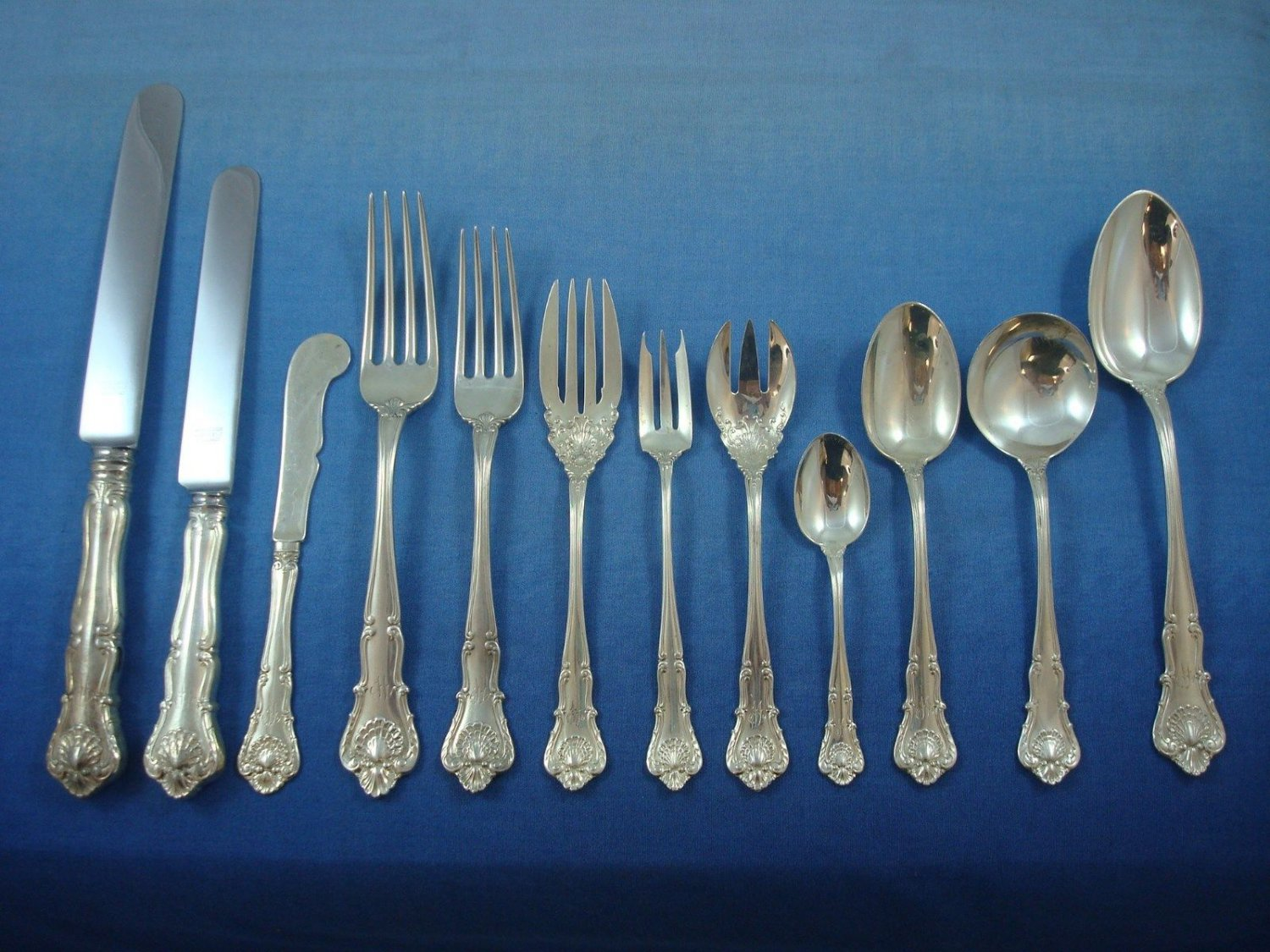 "New Queens by Durgin Sterling Silver Flatware Set Service 106 Pcs ""W"" Mono"