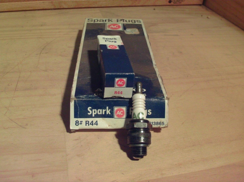 ACDelco R44 Original Equipment OE NOS Spark Plug General Motors GM 5613865