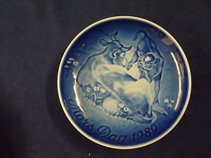 1989  BING & GRONDAHL B&G MOTHER'S DAY PLATE COW WITH CALF