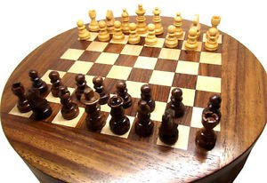 CLASSIC VINTAGE INDIAN ROSEWOOD ROUND TRAVELLING CHESS SET IN PERFECT CONDITION