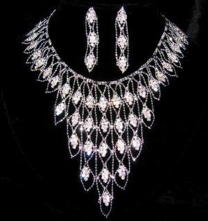 Bibs jewelry