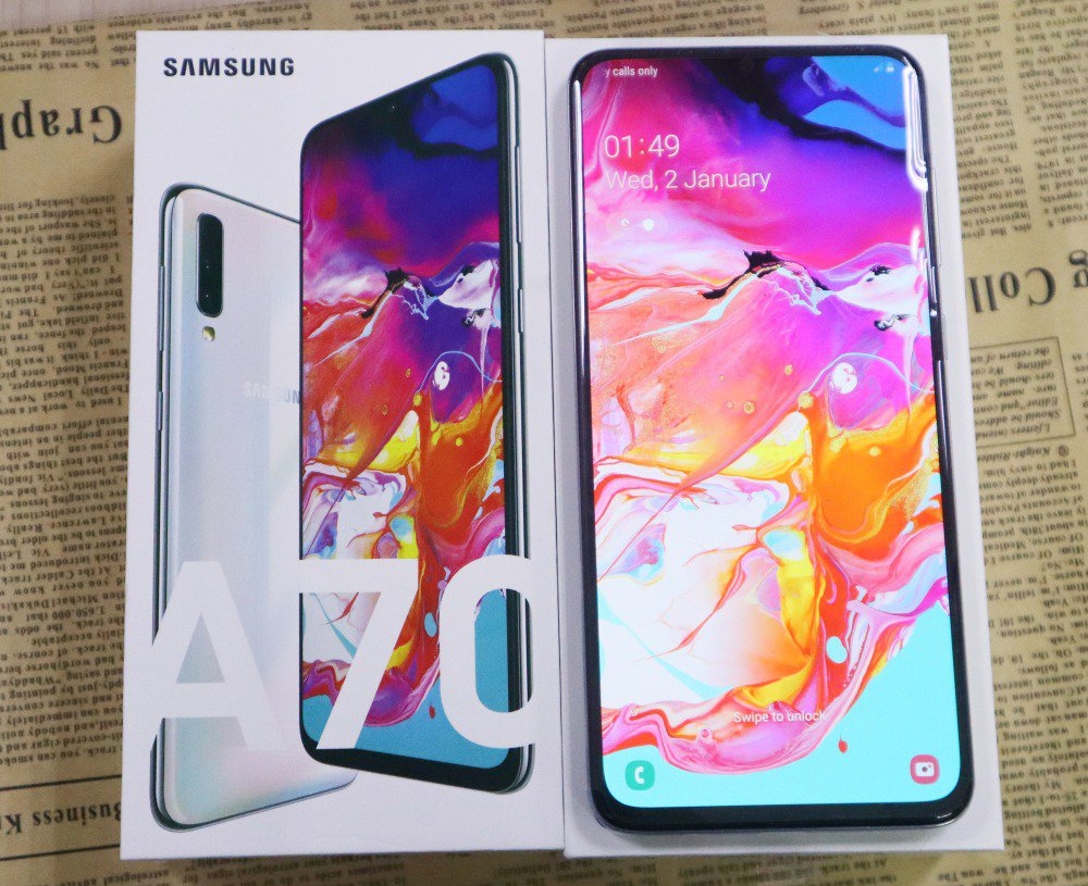 New Unlocked Samsung A70 A7050 Android Smartphone 6GB + 128GB (Pearl White)