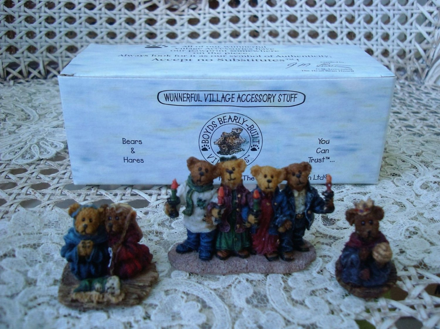 BOYDS CHAPEL IN THE WOODS WINTER VILLAGE FIGURINES *NEW STORE STOCK**