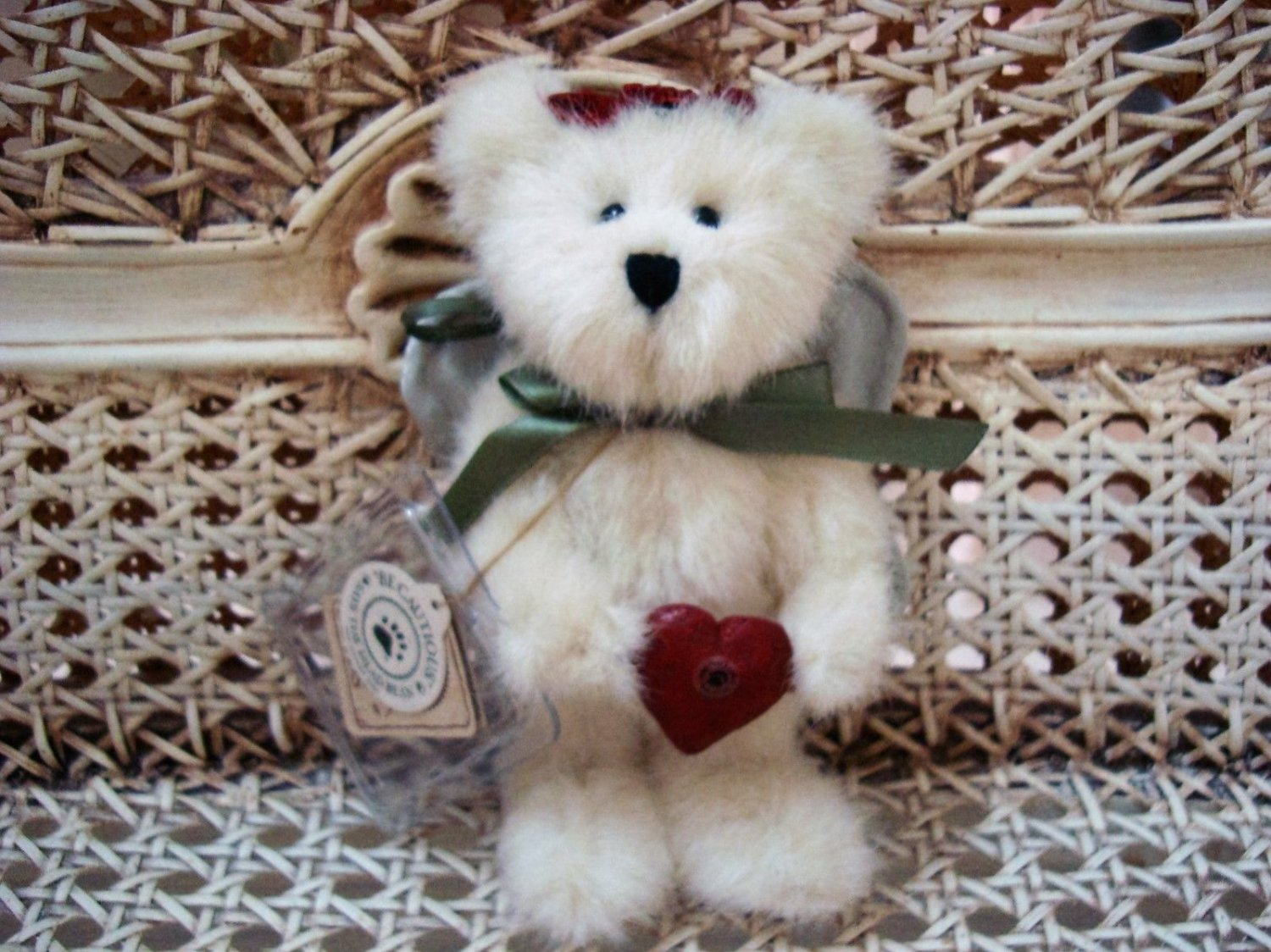 """BOYDS 2001 QVC EXCLUSIVE ANGELA 6"""" TALL CHRISTMAS ANGEL BEAR WITH HEART ORNAMENT"""