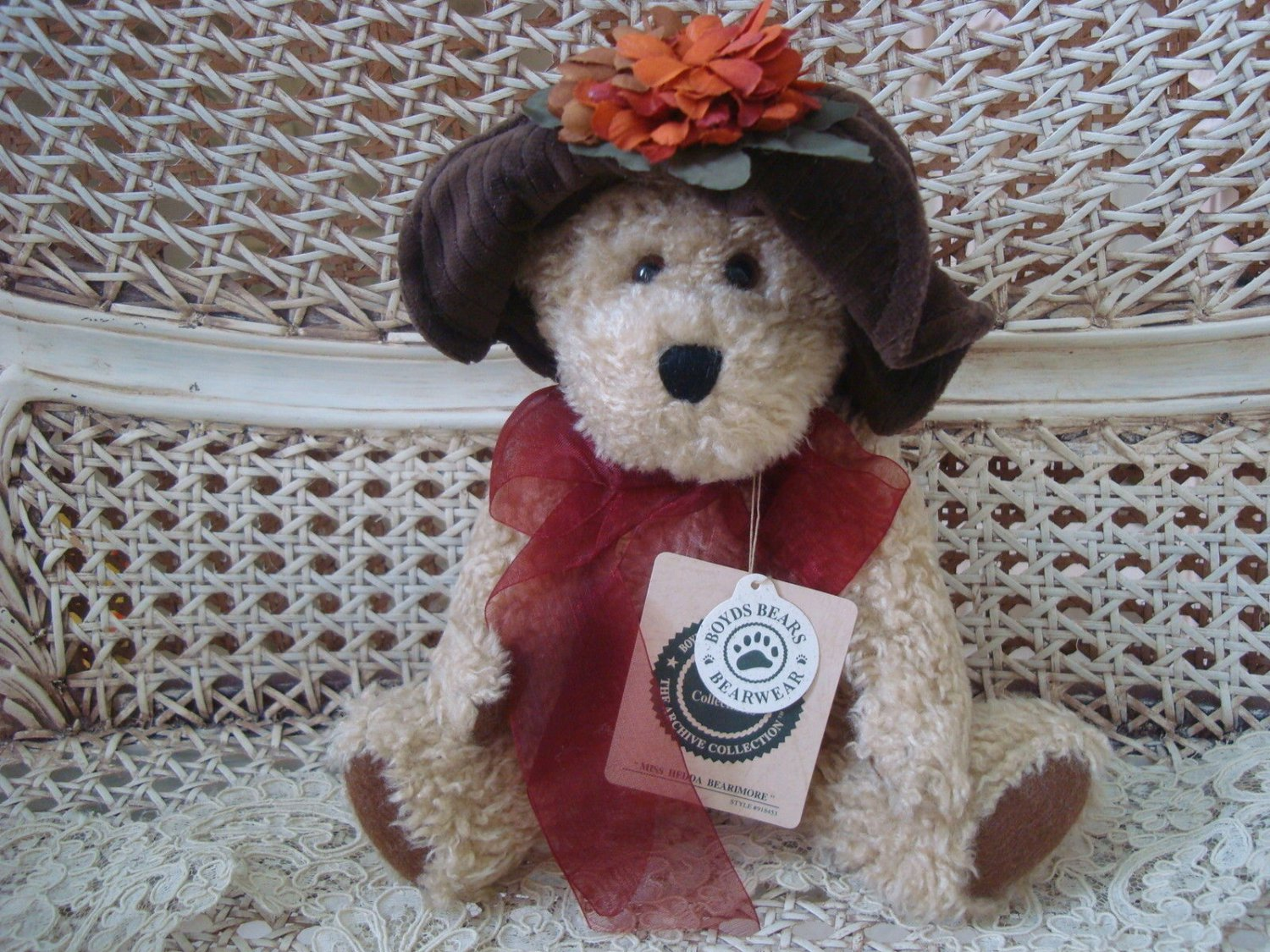 """BOYDS MISS HEDDA BEARIMORE RETIRED 10"""" BEAR IN HAT  ***NEW STORE STOCK**"""