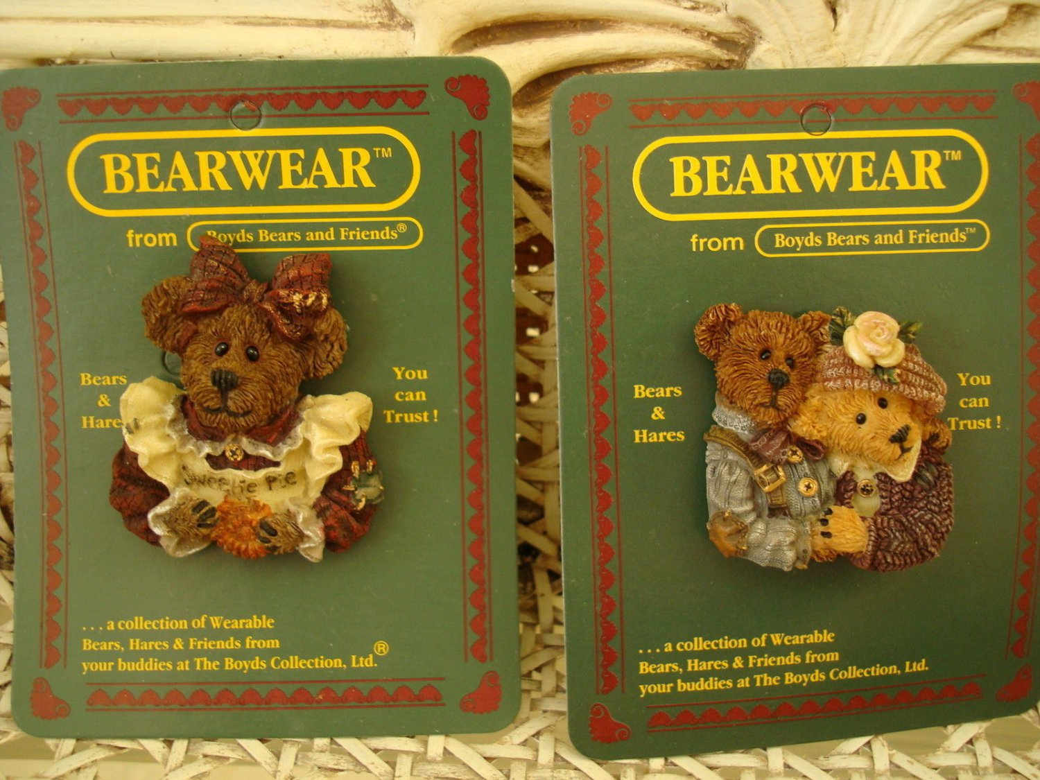 BOYDS BEARWEAR SET OF 2 RETIRED PINS **NEW STORE STOCK**