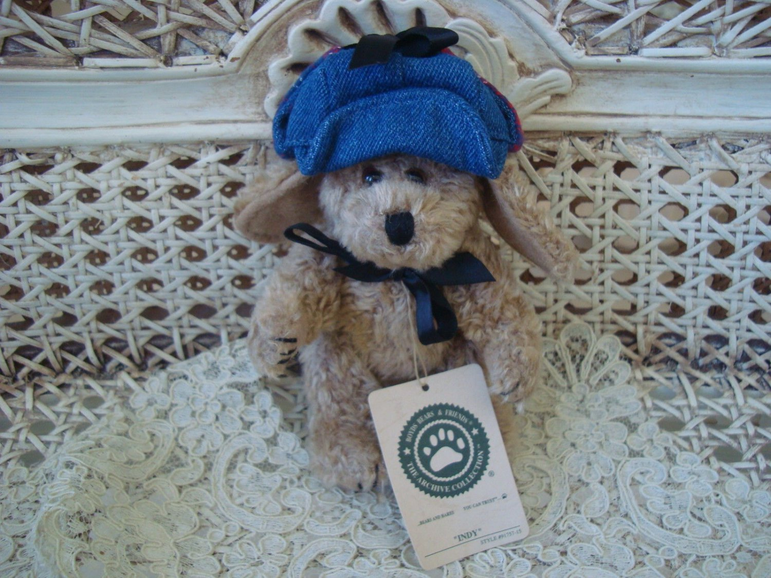 "BOYDS INDY CUTE 5"" TALL DOG WITH HAT  **NEW STORE STOCK**"