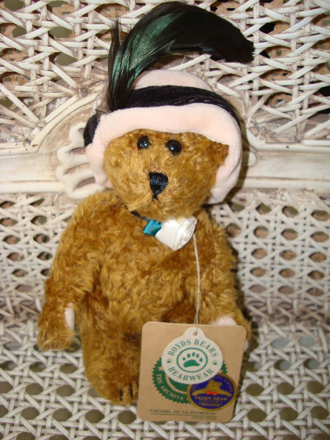 """BOYDS 6"""" CHANEL DE LA PLUMTETE RARE & RETIRED BEAR WITH FEATHER HAT *NEW STORE STOCK*"""