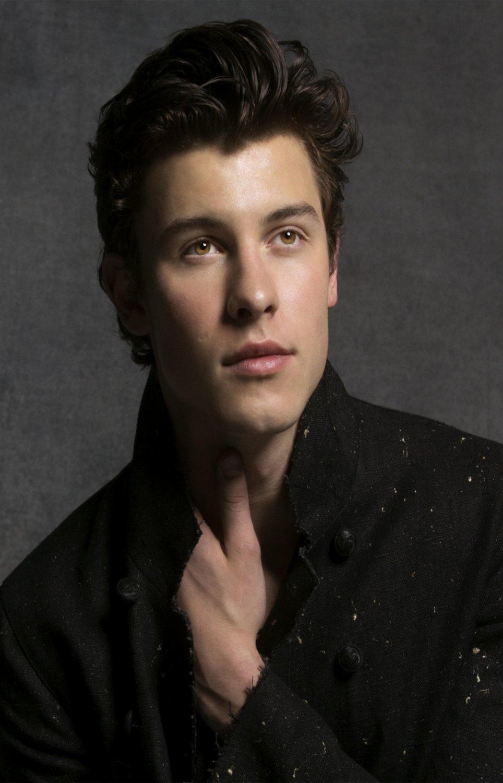 "Shawn Mendes  18""x28"" (45cm/70cm) Poster"