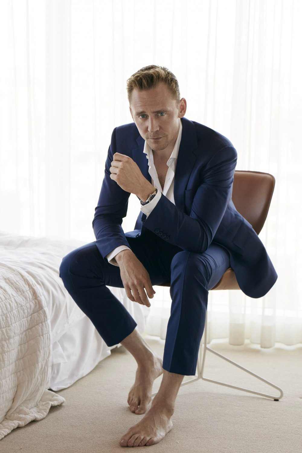 "Tom Hiddleston 18""x28"" (45cm/70cm) Canvas Print"