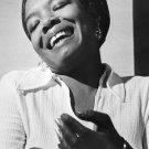 "Maya Angelou 24""x35"" (60cm/90cm) Canvas Print"