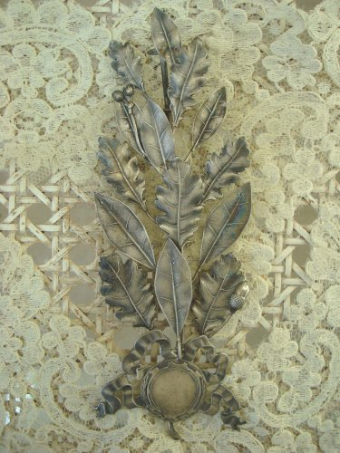 RARE 1928 SILVER COLORED ANTIQUE FRENCH LAUREL LEAF AWARD WITH PRETTY BOW
