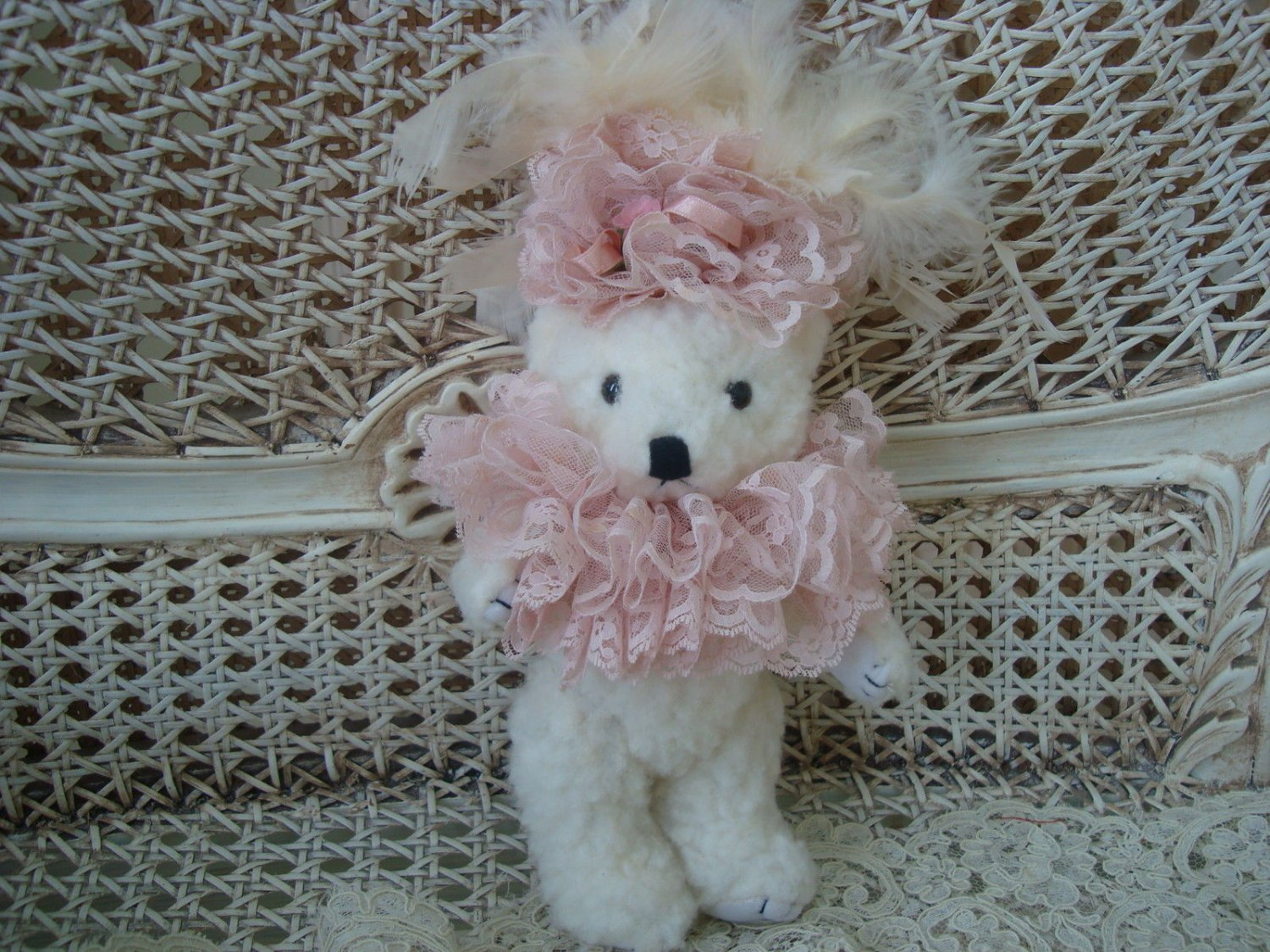 GORGEOUS VINTAGE TEDDYBEAR WITH WHIMSICAL LACE COLLAR VERY UNIQUE ***GREAT FOR EASTER***